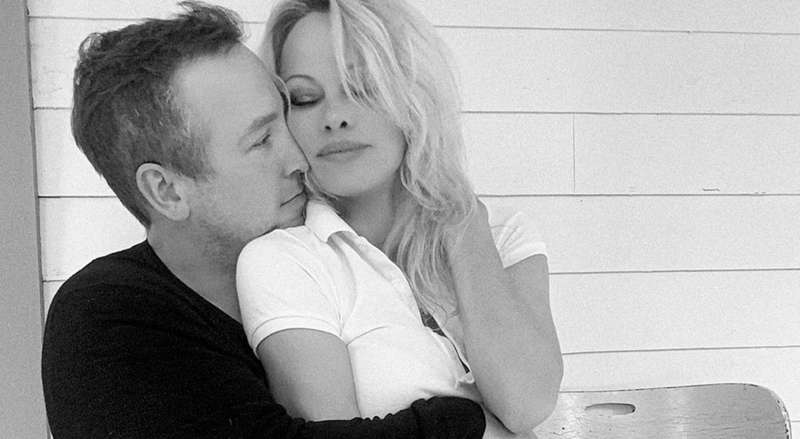 Dan Hayhurst y Pamela Anderson